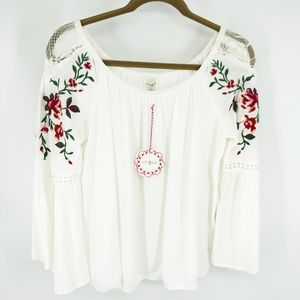 NWT Umgee Floral Embroidered Bell Sleeve Blouse M
